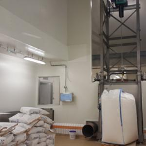 Hygienic feeding of a liquid mixer liquiverter type with big bag and bag loss in weight 2