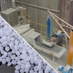 Automatic bag emptying for feeding extrusion line